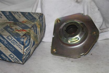 Lancia Thema 2.0 8V Fiat Croma 2.0 CHT Veerpootlagervoorzijde front top strut mounting 82398815
