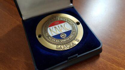 Lancia Kappa KNAC schild voor op de grille van messing in luxe verpakking