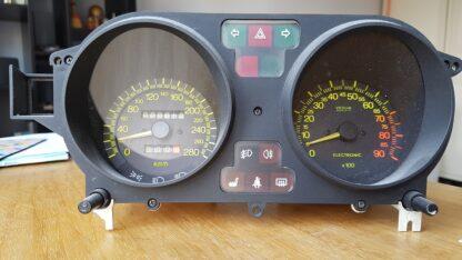 Lancia Thema 8.32 Snelheid en toerenteller klokken