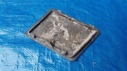 Lancia Thema MKI en MKII bumperklepje sleepoog usato gebruikt maar intact zilver grijs